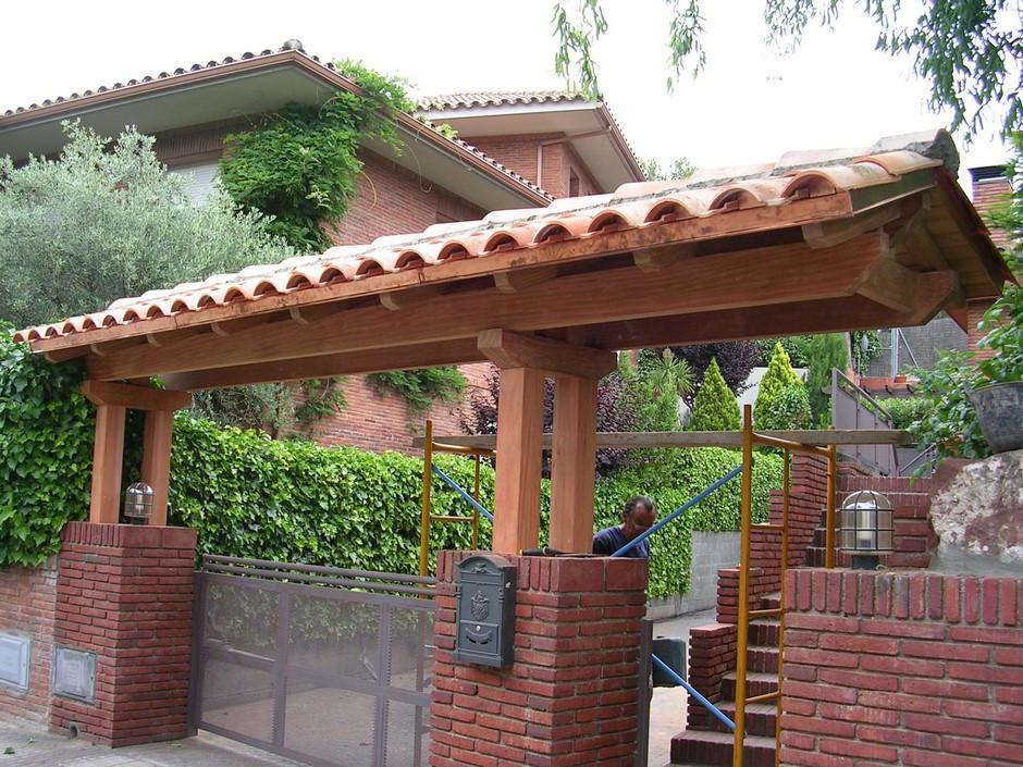 Porches de entrada y p rgolas cubiertas gonz lez for Tejados y cubiertas de madera