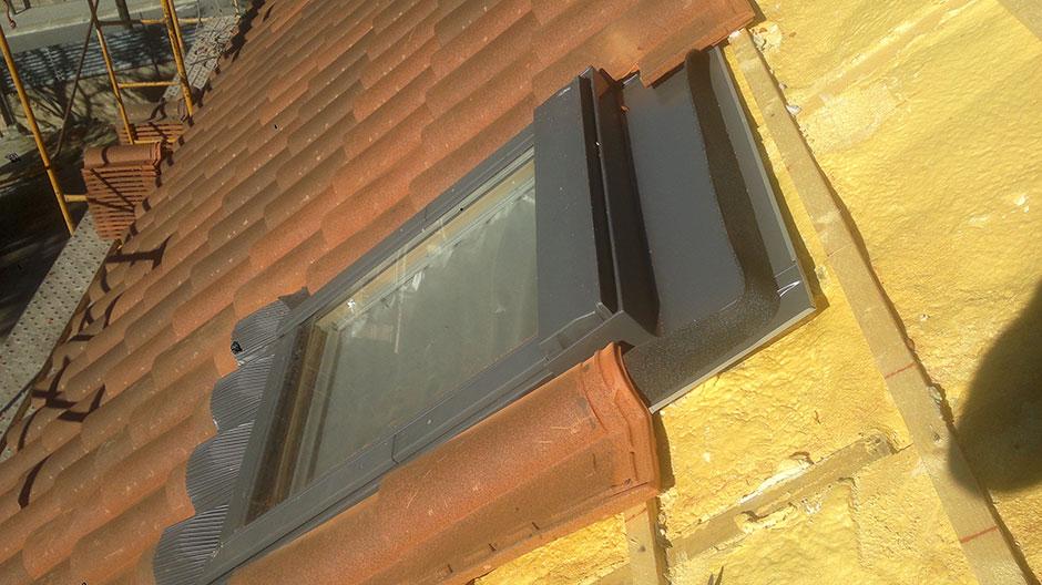 Montaje de ventanas para tejados cubiertas gonz lez - Cubiertas vegetales para tejados ...